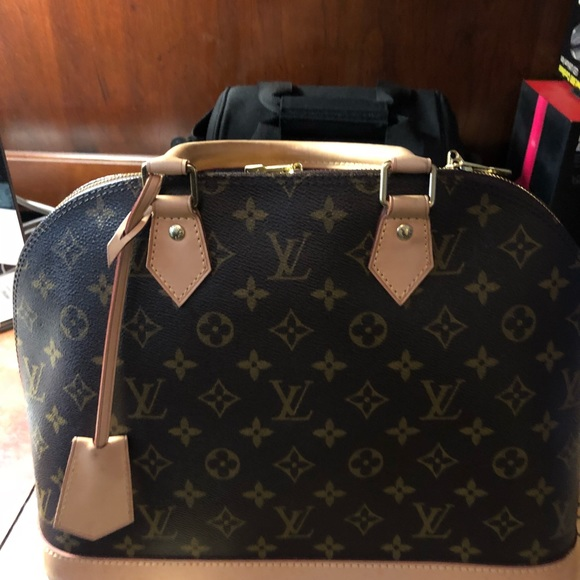 7ff7168cfdca Louis Vuitton Handbags - Louis Vuitton Alma MM Monogram Pre Loved